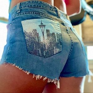 🎨 Handpainted Seattle Skyline Tommy Cutoff Short